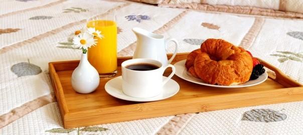 petit-dejeuner-lit-2
