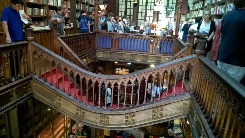 escalier librairie Lello vue d'en haut