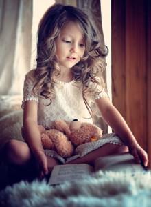 petite-fille-livre