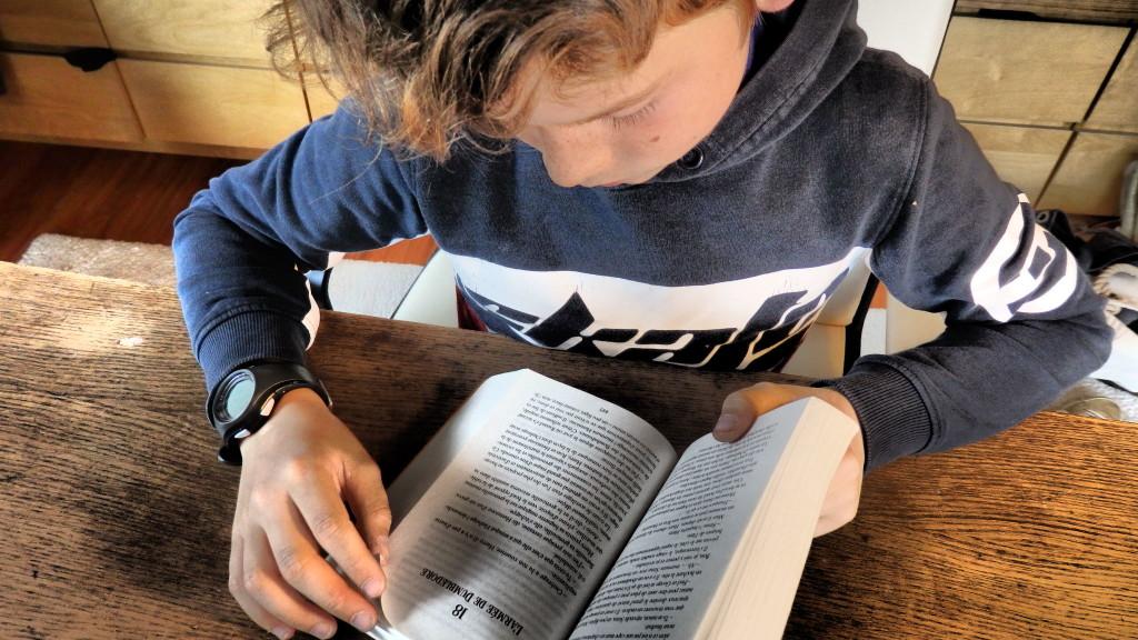 5 techniques bienveillantes pour faire aimer la lecture aux enfants