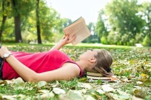 Littéarture adolesente: plongée dans un roman au milieu des champs